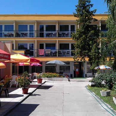 Szent István Hotel – Balatonlelle (Hotel Piros)