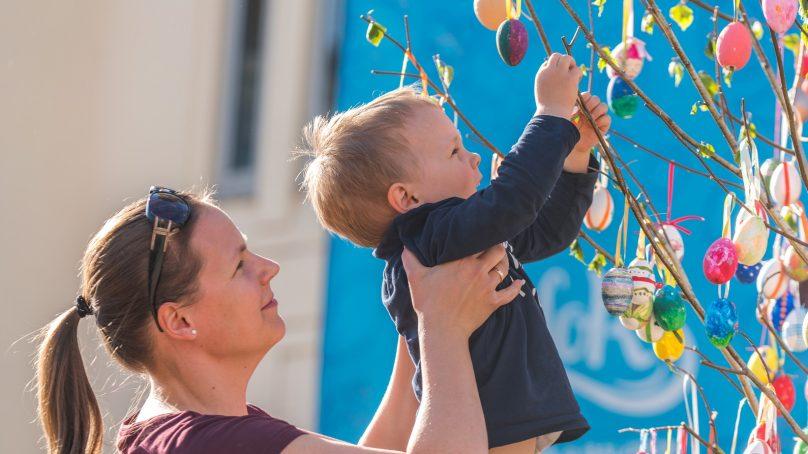 Tojásfa állítás és közösségi futás – így telik a húsvét Siófokon