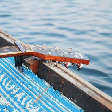 Balatoni kultúrutazás a dalszövegek körül avagy miről szól a Földvár felé félúton